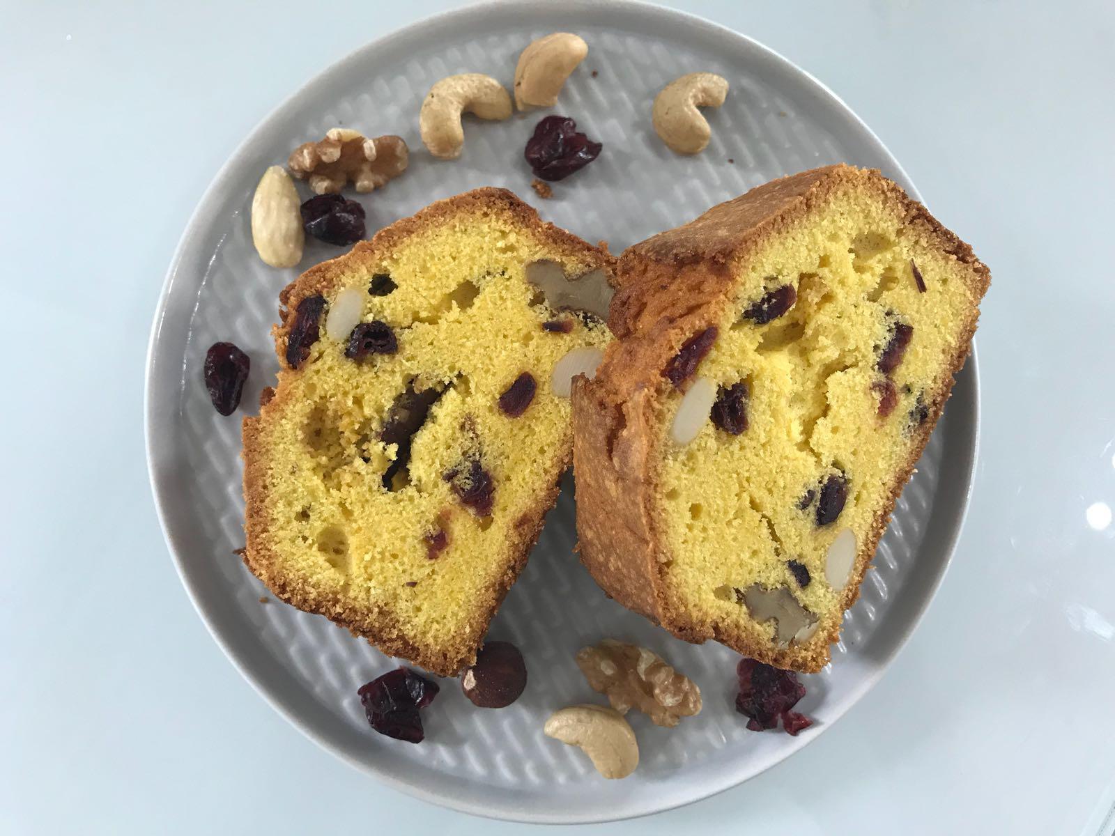Plumcake alla vaniglia con frutta secca e mirtilli rossi