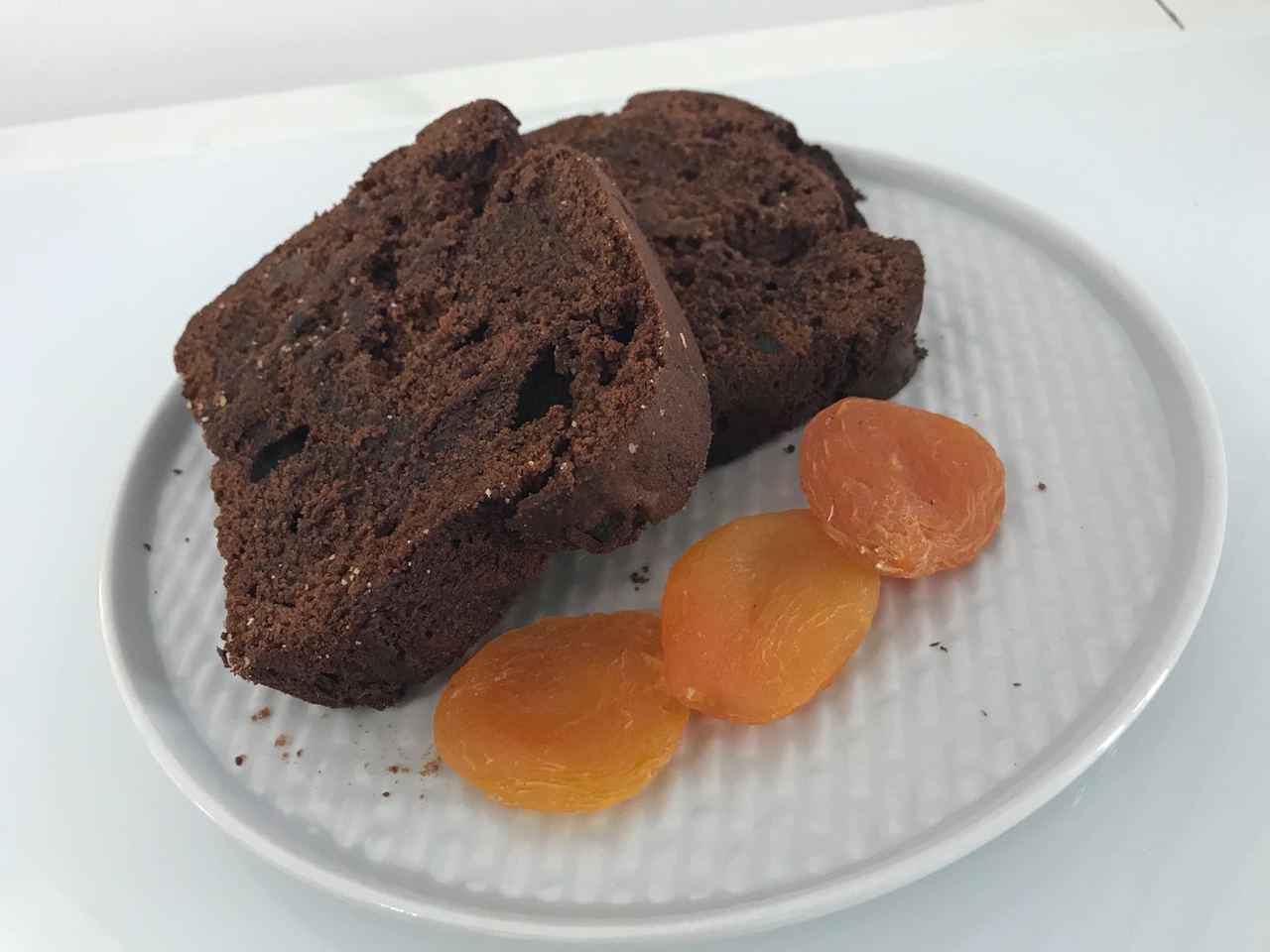 Plumcake al cioccolato e albicocche disidratate