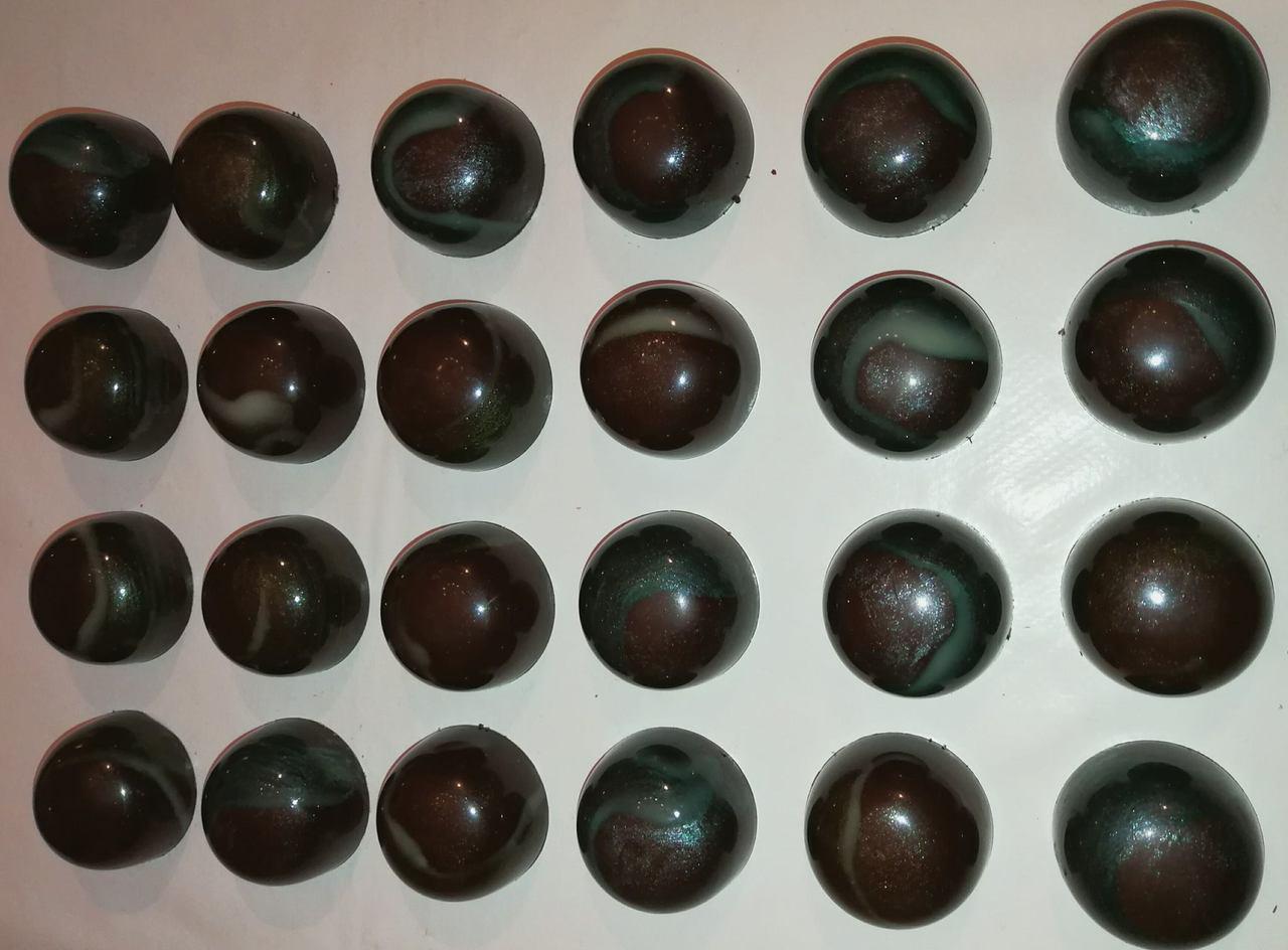 Cioccolatini con ripieno di pasta di mandorle