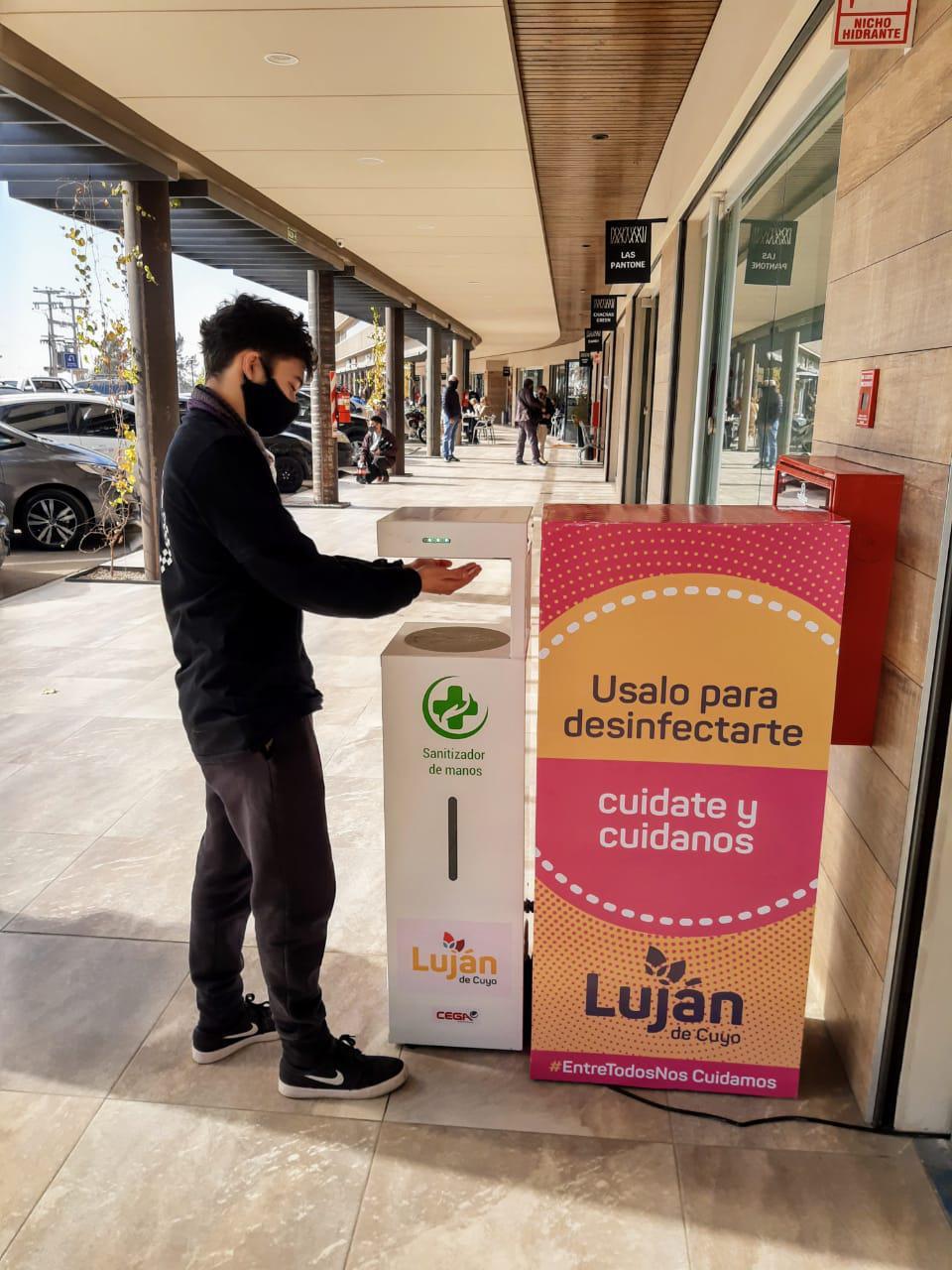 Municipalidad de Luján colocó más de 100 sanitizantes automáticos en todo el departamento