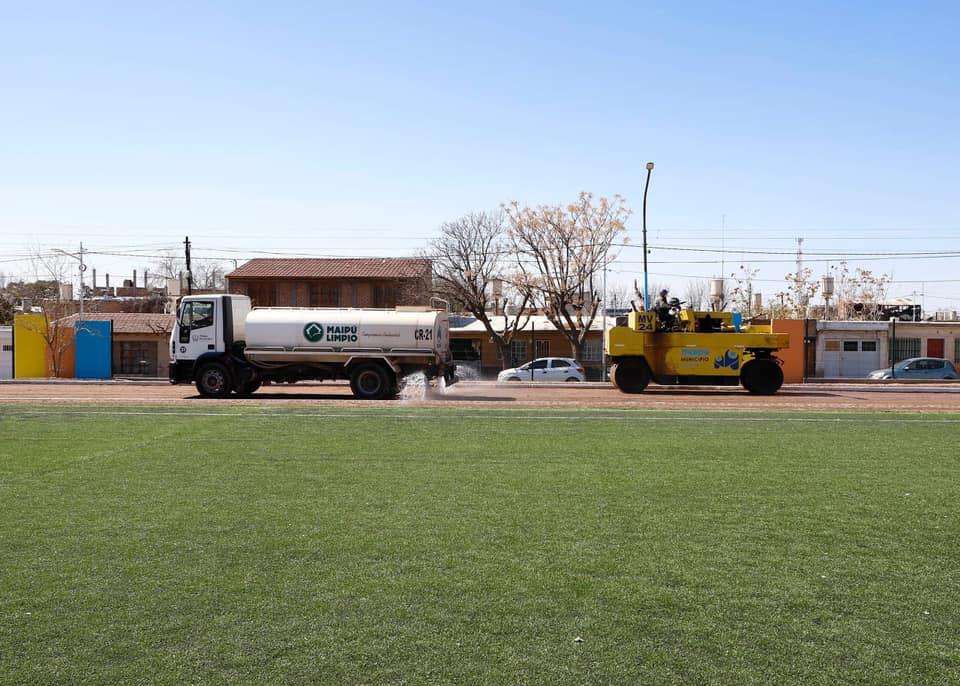 Stevanato recorrió las obras en el Polideportivo Juan Domingo Ribosqui