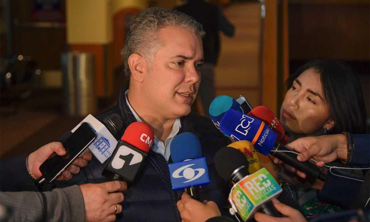 """""""Colombia nunca ha agredido a Venezuela, Colombia nunca ha estado en una carrera belicista; nosotros somos defensores de la democracia""""."""