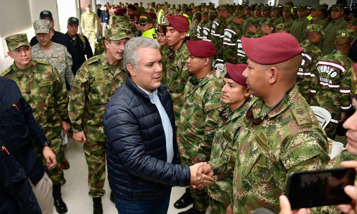 """""""En esta Navidad, donde nos encontremos con un policía o con un soldado estrechemos su mano o le demos un abrazo de gratitud, porque todos nos sentimos orgullosos"""" de los héroes de la patria."""