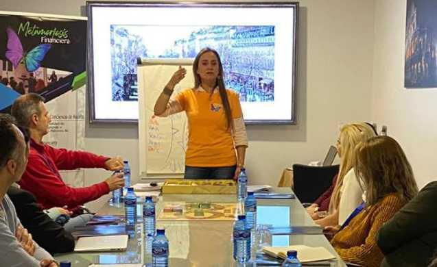 """Alexandra Castillo, colombiana en España que ayuda a miles de connacionales con el programa:"""" Metamorfosis Financiera"""""""