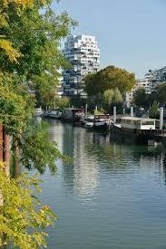 ISSY-LES-MOULINEAUX: A L'OUEST, DU NOUVEAU : Le parc de l'ile St Germainet la «Tour aux Figures» de Dubuffet, l'éco-quartier des «Bords de seine» et la halle Eiffel