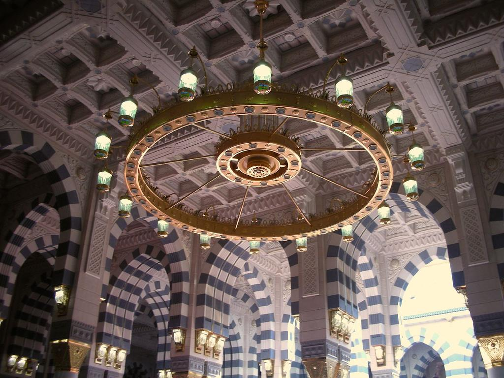 Masjid Al Nabawi in Madinah - Saudi Arabia (chandalier)
