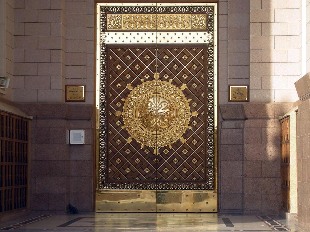 Masjid Al Nabawi in Madinah - Saudi Arabia (door)