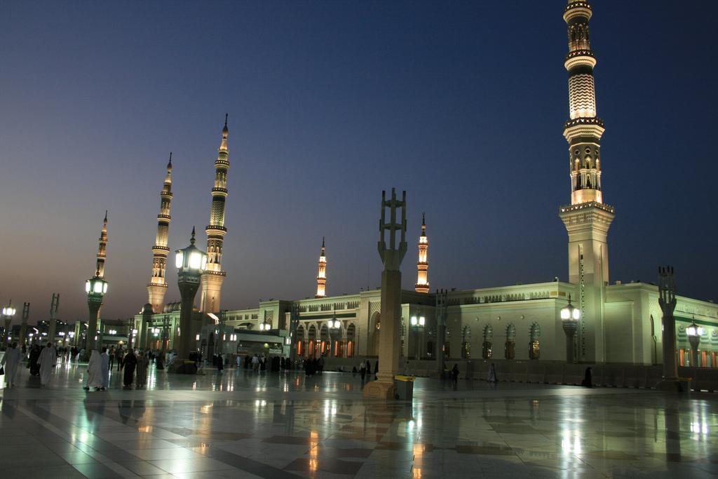 Masjid Al Nabawi in Madinah - Saudi Arabia (nightfall)