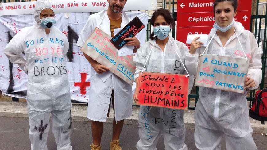 Paris : le personnel paramédical de l'hôpital Lariboisière à bout de souffle manifeste
