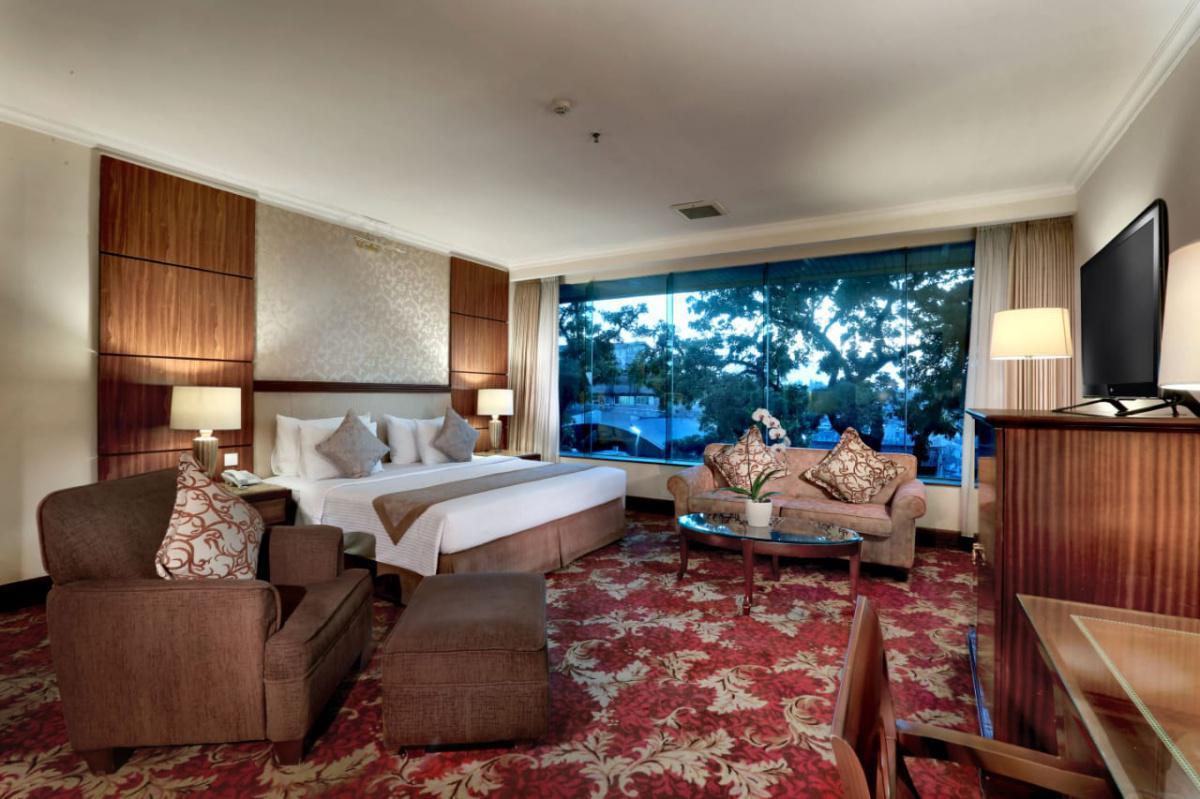 Aston Tropicana Hotel
