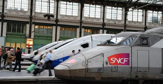 """Conflit à la SNCF: """"Il faut remettre un contrôleur dans tous les trains avec le conducteur"""" réclame SUD-Rail"""