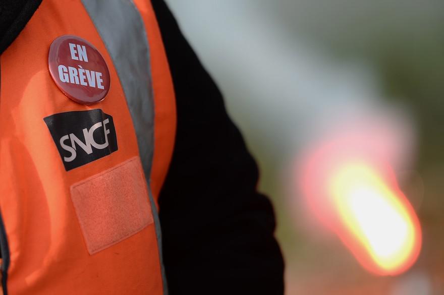 """5 décembre : """"Mieux vaut galérer 3 semaines que travailler 5 ans de plus"""", dit un délégué SUD Rail"""