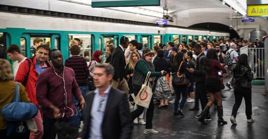 Retraites : pour limiter l'impact de la grève, la RATP et la SNCF vont mobiliser leurs cadres de réserve