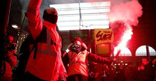 """Grève SNCF: les syndicats appellent au """"renforcement du mouvement"""""""