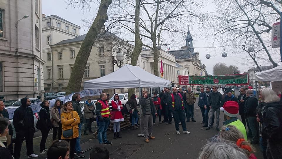 Repas festif SOLIDAIRE...Boulevard Béranger à Tours(27 Décembre)
