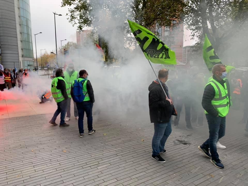 Second rassemblement à Lille contre la casse du service public et de la mise en concurrence !!