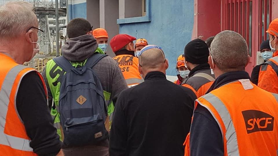 Interpellation du directeur de SNCF Voyageurs par les agents du TSEE à Conflans