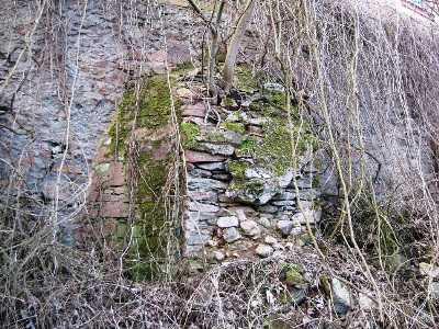 Friedhofsmauer & Böschung
