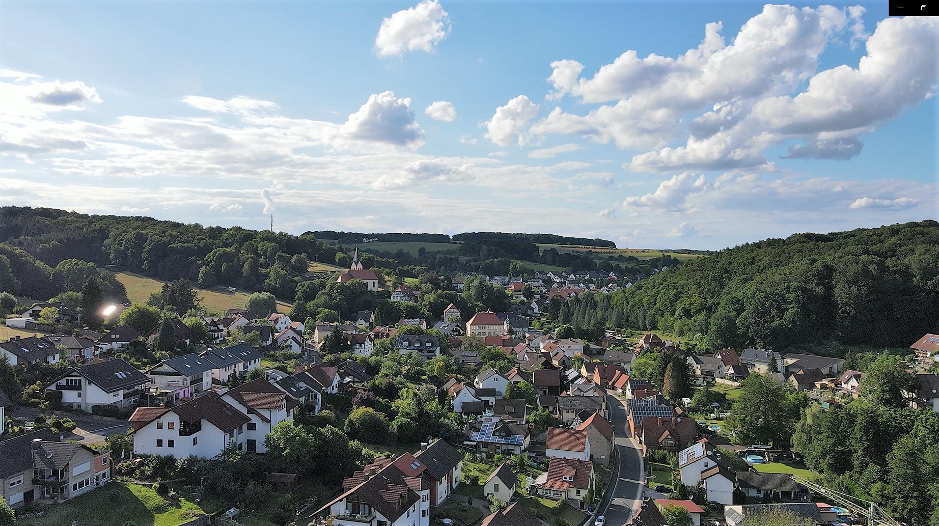 "Blick auf den ""Küppel"" und den Kirchberg"