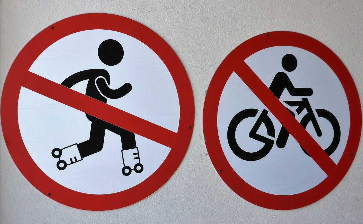 No utilización de bicicletas ni monopatines en patio