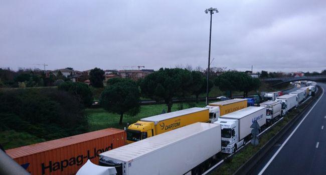 Blocage du péage nord de Toulouse par les Gilets jaunes : la circulation totalement coupée (La dépêche)