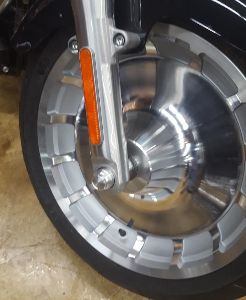WILLY SHINY - Axle End Caps for 2018 Harley-Davidson Softails