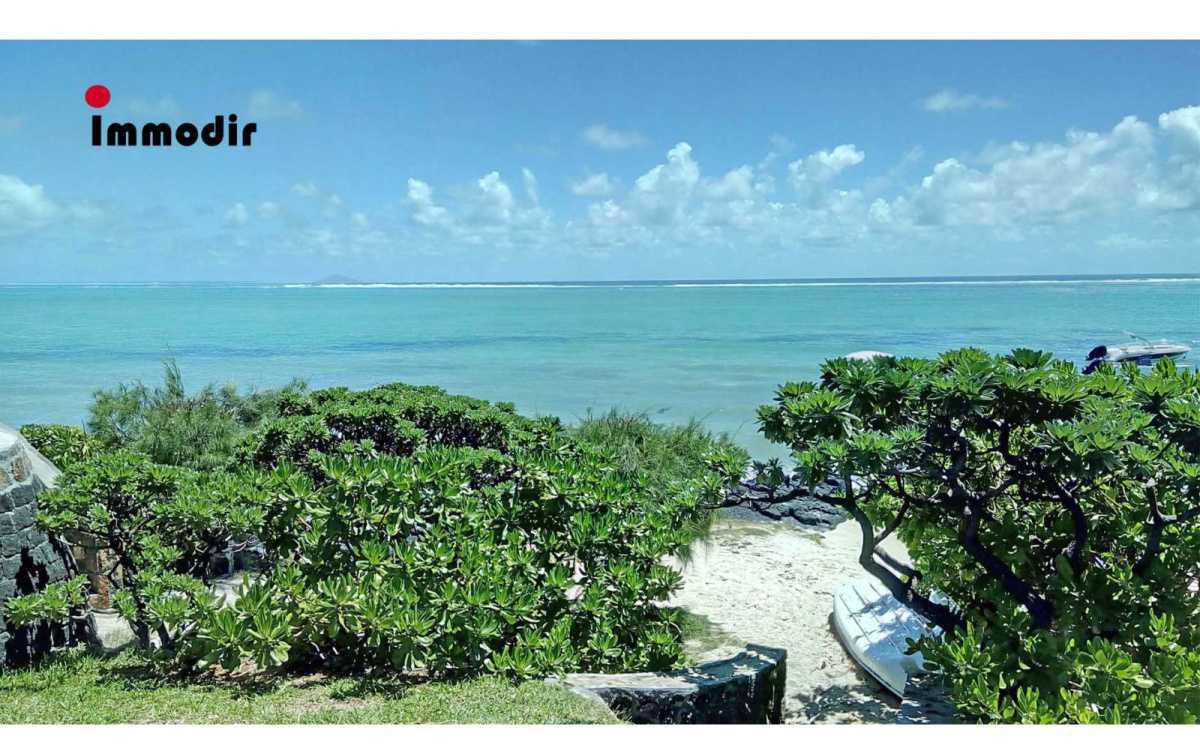 Beachfront Villa for Rent in Roches Noires - 156520