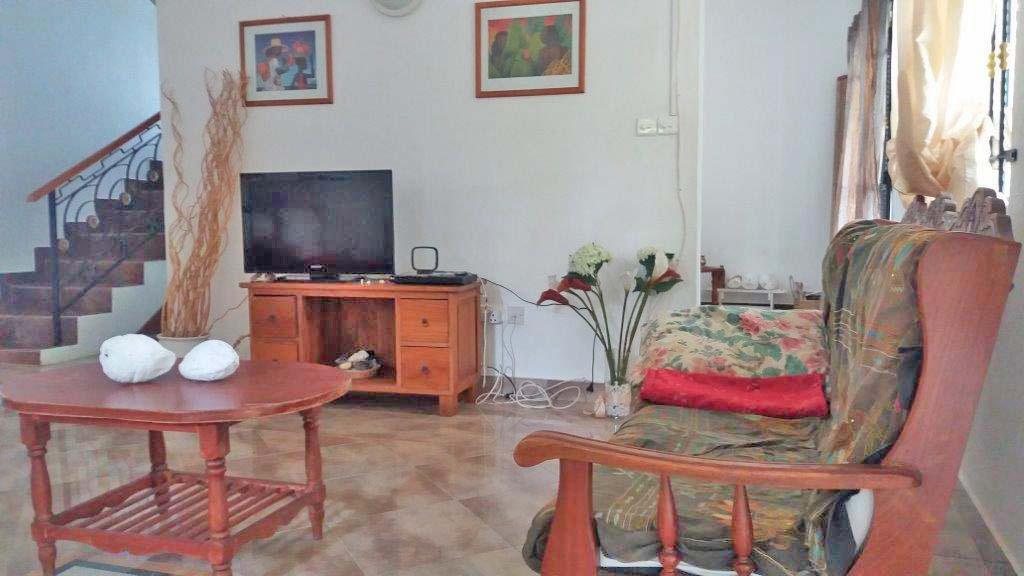 2-Floor House with Garden For Rent in Bain Boeuf - 156450