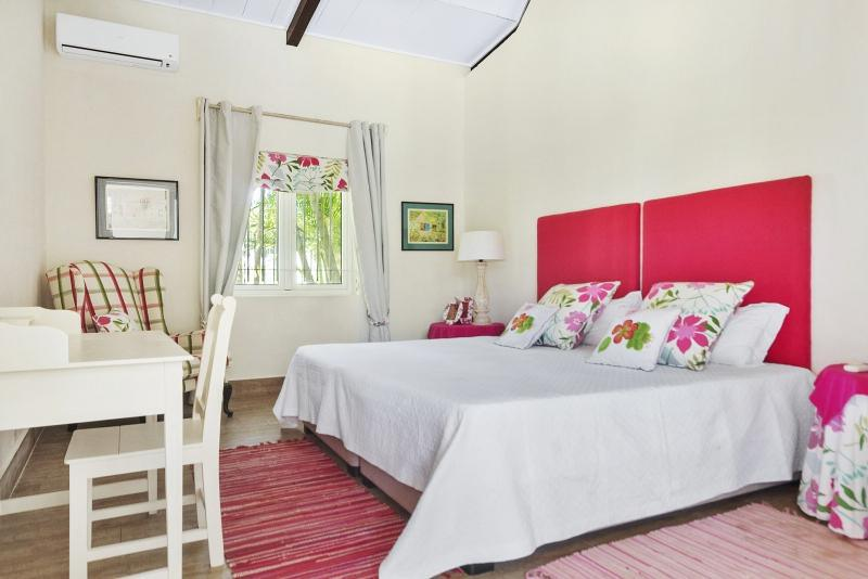 House for Sale in Bon Espoir - 157644