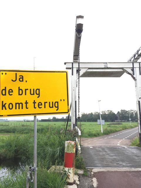 De brug komt terug.