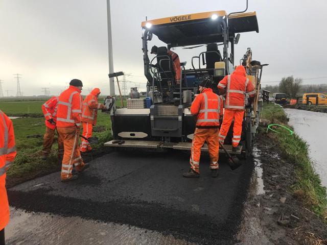 Het asfalteren is gestart