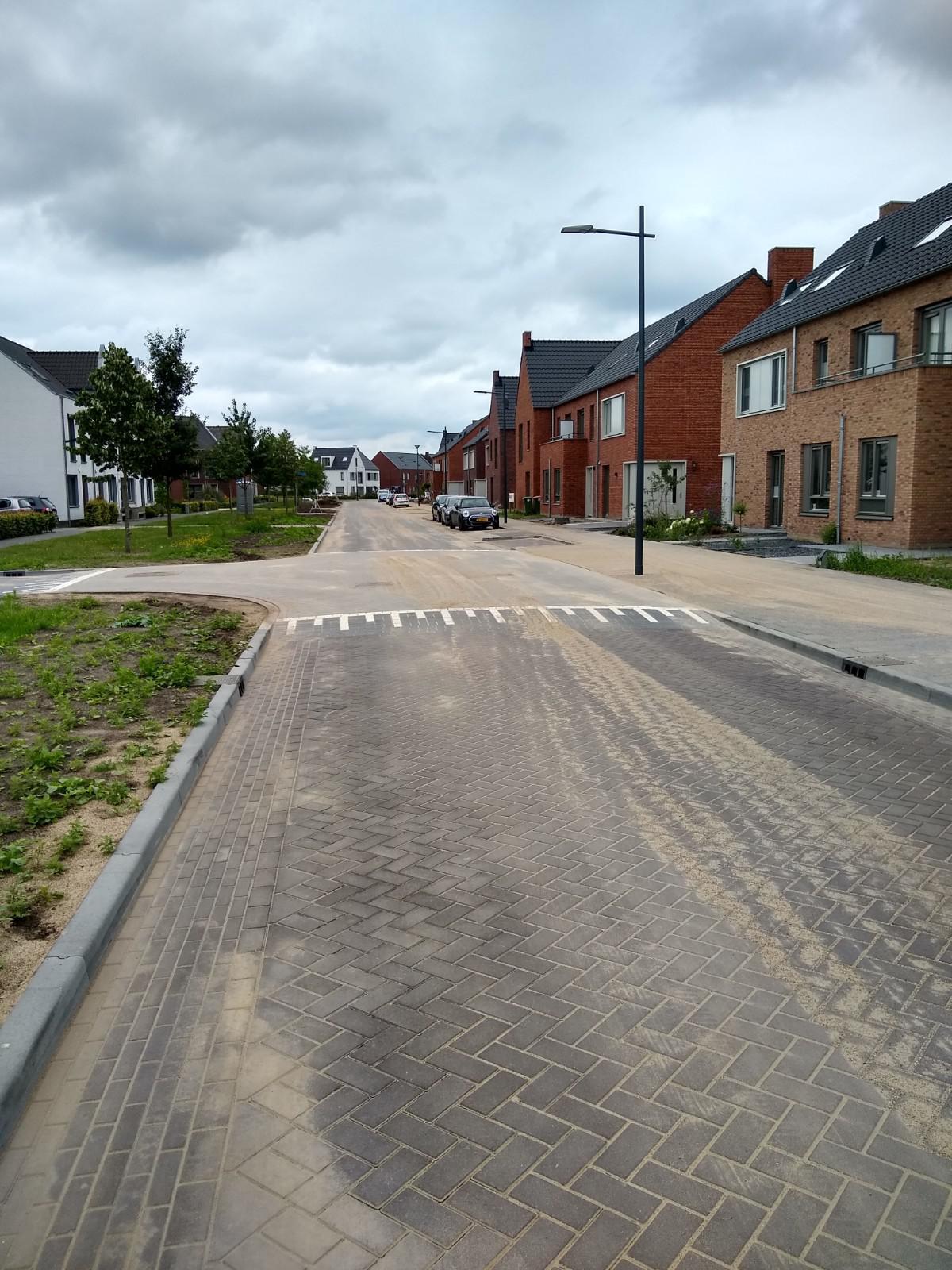 Burgemeester Verdaasdonkstraat is weer open voor het verkeer let op fietsers op de rijbaan