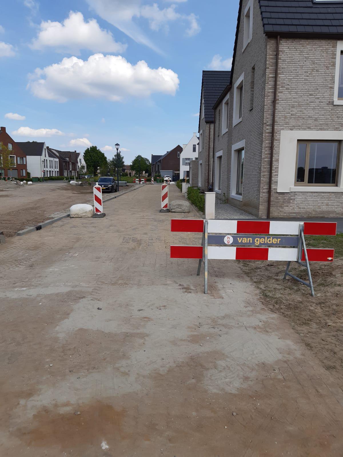 Klein parkeerterrein en Witrikweg bereikbaar