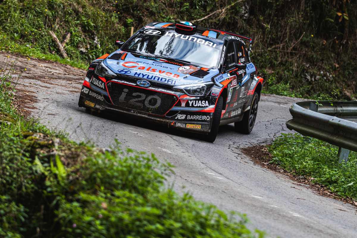 Iván Ares encabeza el primer doblete de Hyundai en el S-CER