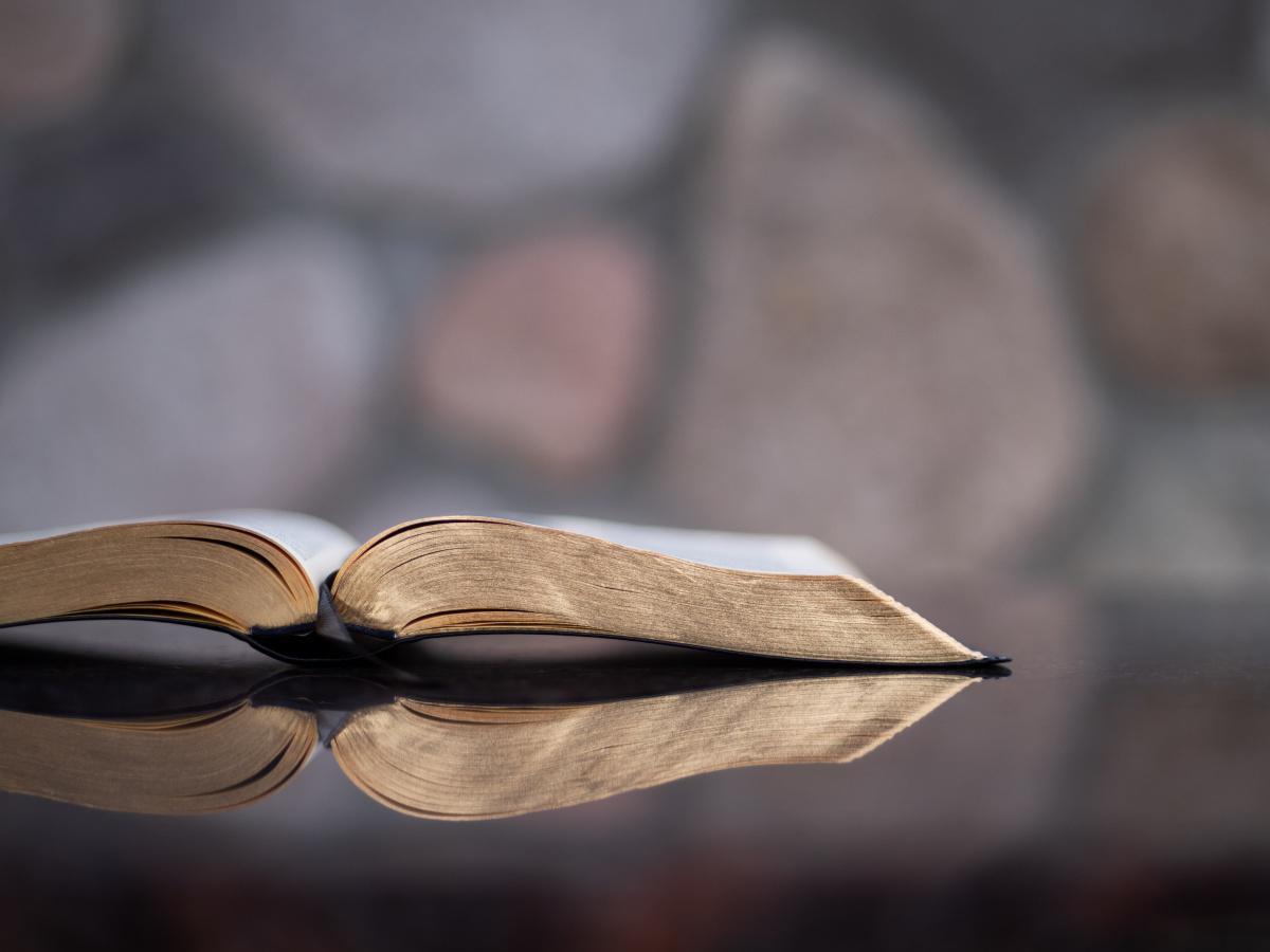 Litt Informasjon om bibeltroskap, liberalteologi og norske bibeloversettelser