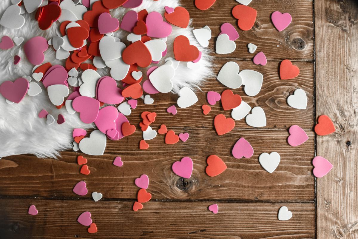 Valentine Seru, Di Rumah Dulu