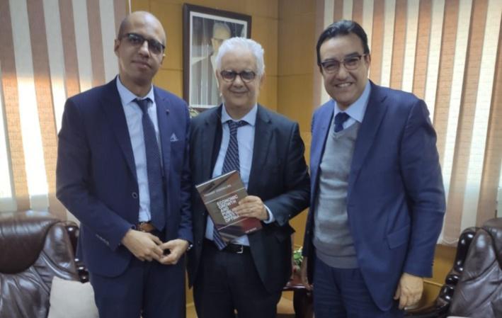 """M. Nizar Baraka reçoit M. Youssef Oukhallou, auteur de """"Croissance Economique et Efficacité des Investissements Publics"""""""