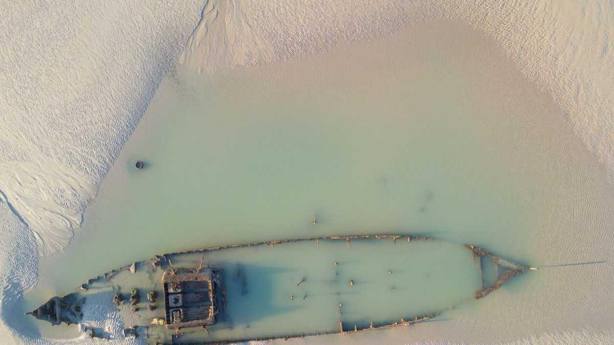 Les photos époustouflantes de l'épave d'un chalutier échoué sur la plage de Tardinghen depuis 104 ans