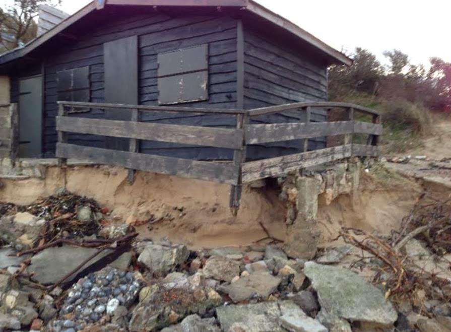 Digue Tempette Dec 2013 chalet entree plage 10