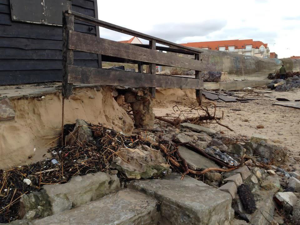 Digue Tempette Dec 2013 chalet entree plage 20