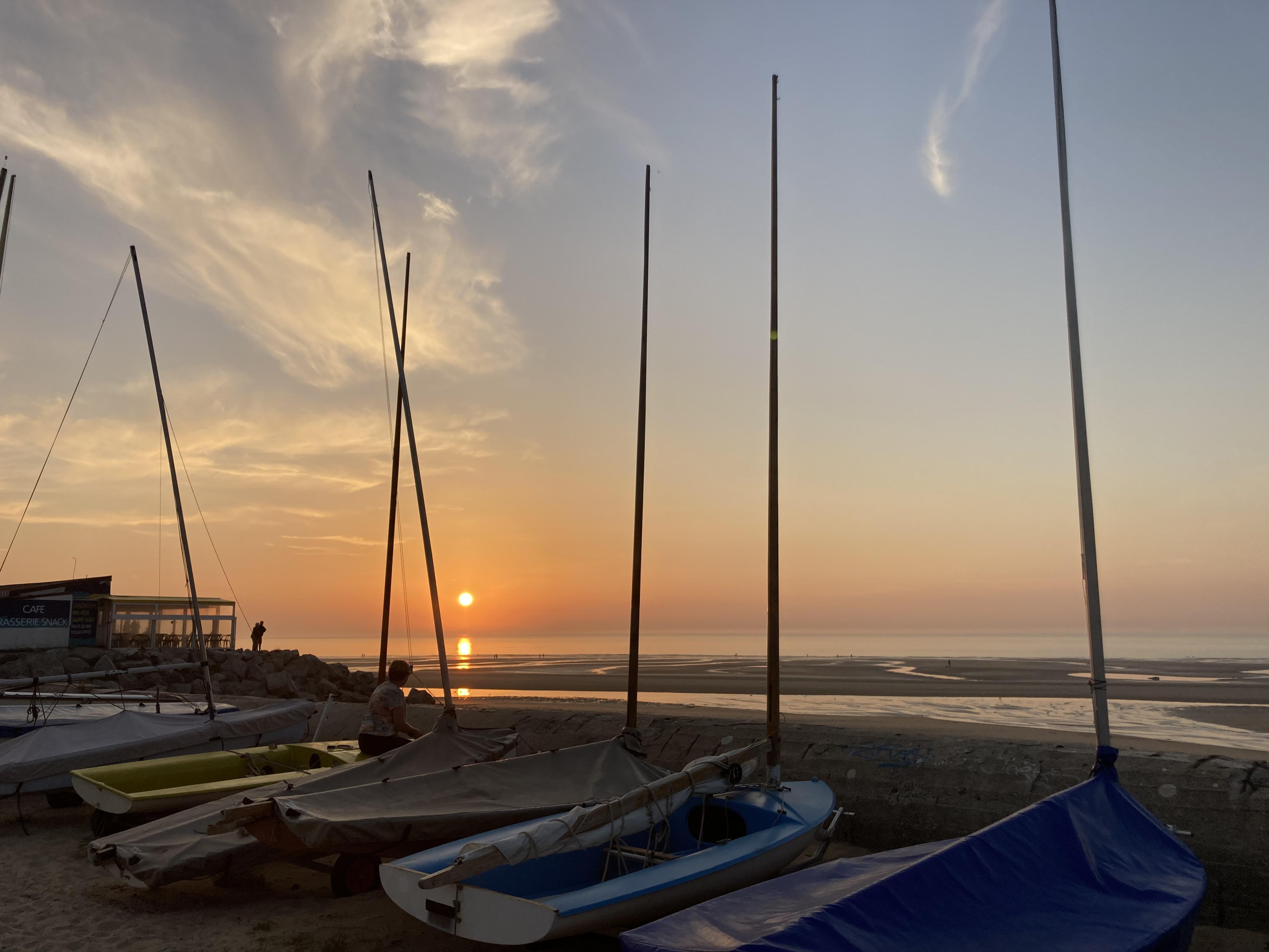 Coucher de soleil et bateaux