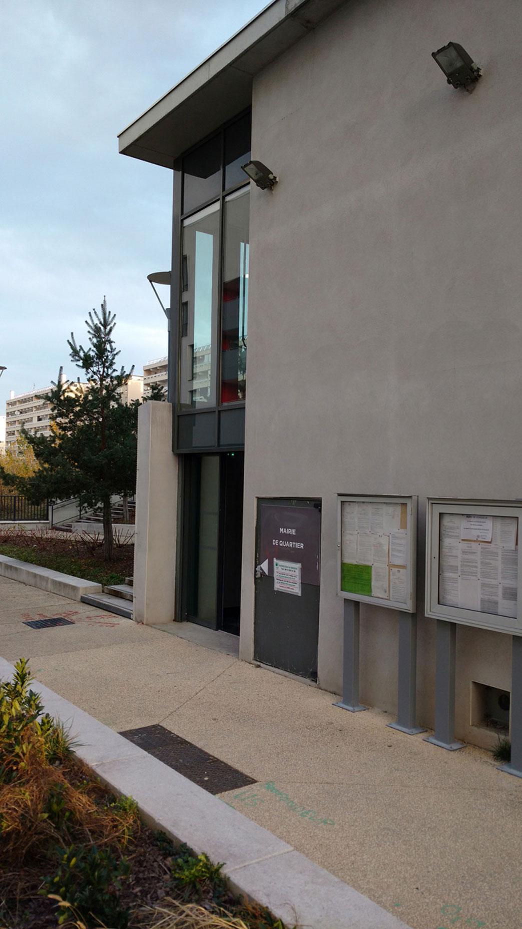 Entrée de la Mission Locale - Maison des services publics de Vénissy