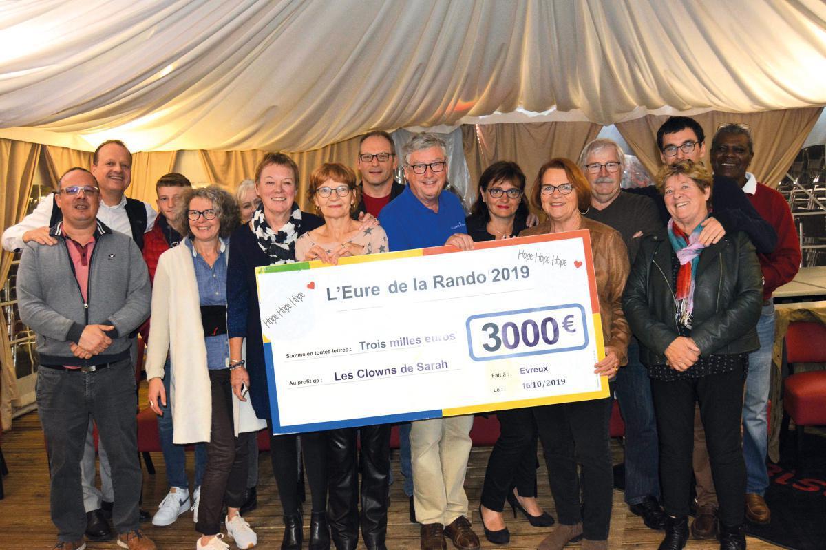 Hope, Hope, Hope offre un chèque de 3 000 € aux « Clowns de Sarah »