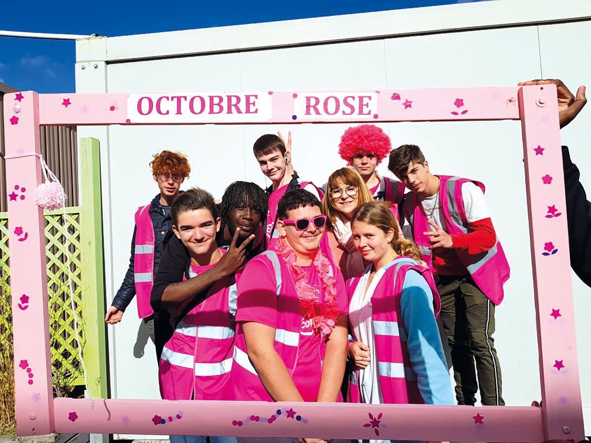 Le Lycée De Couasnon tout de rose vêtu !