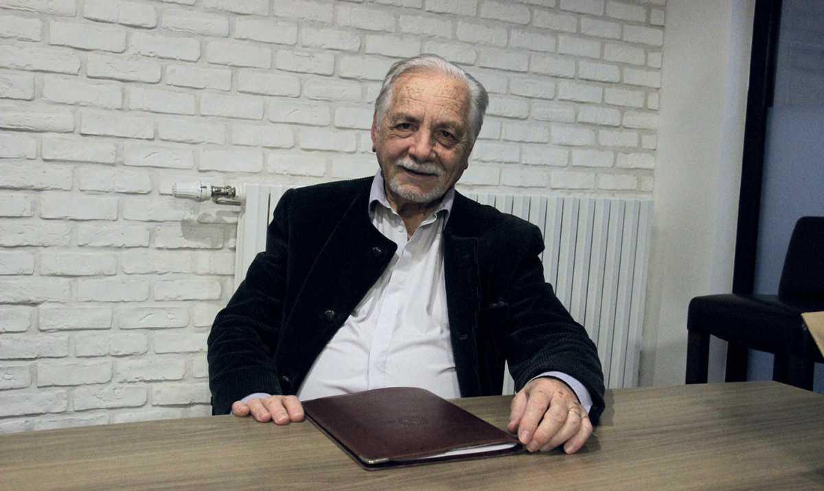 Jean-Pierre Leguéré est écrivain public bénévole