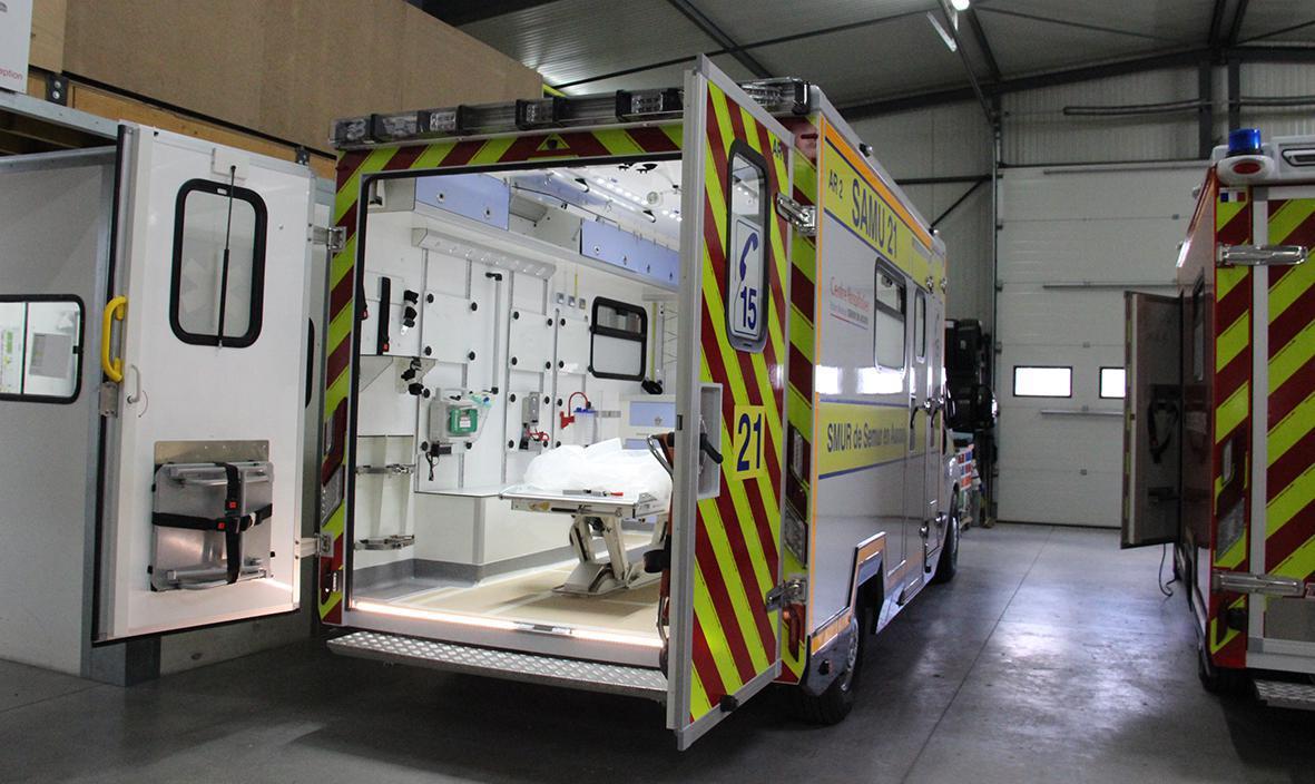 TIB prête des ambulances aux personnels soignants