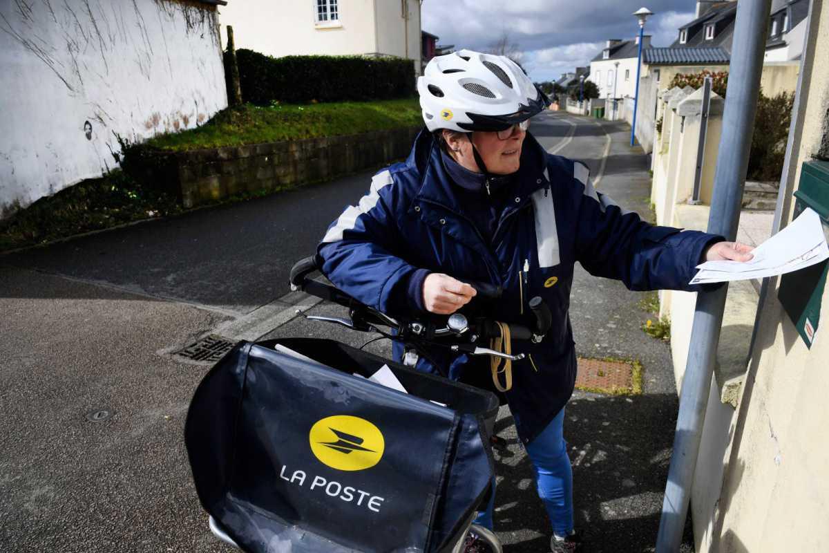La Poste ouvre davantage de bureaux et les facteurs distribuent le courrier quatre jours sur cinq