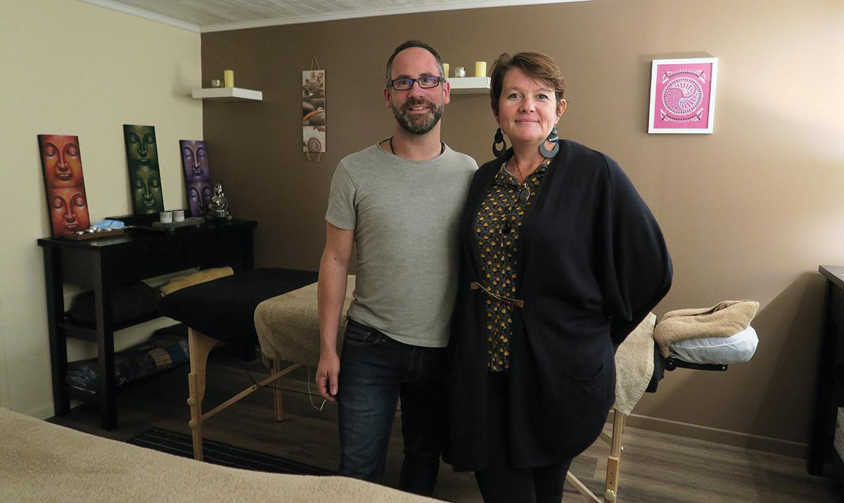 Un duo de masseurs professionnels pour votre bien-être