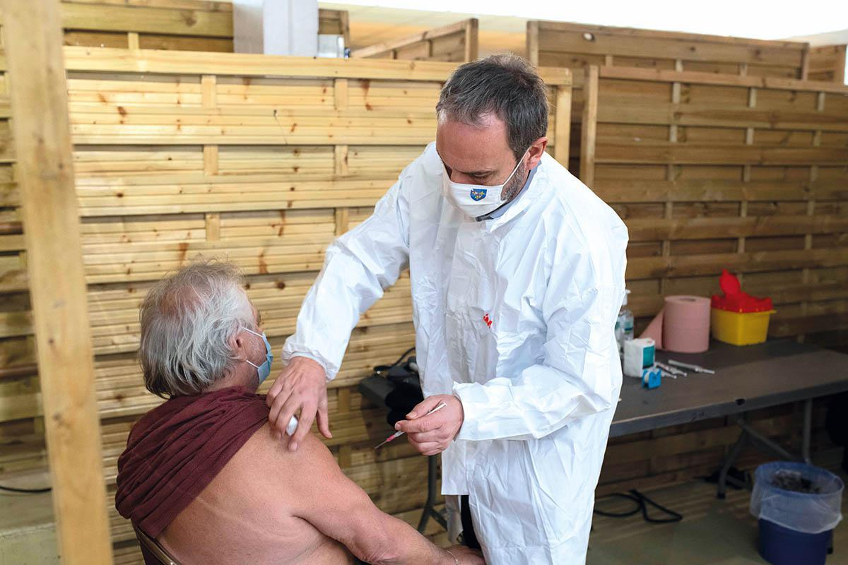 Covid-19 : la vaccination accélère franchement