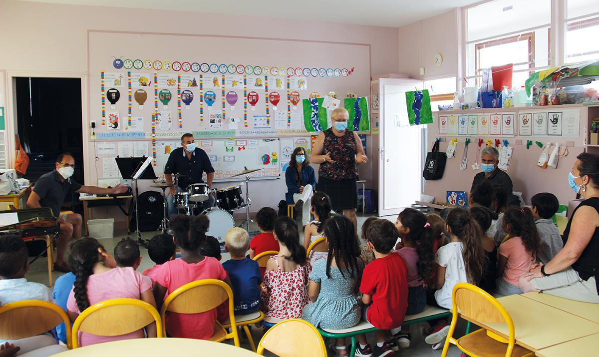 L'école de musique et de danse de Vernouillet visite les écoliers